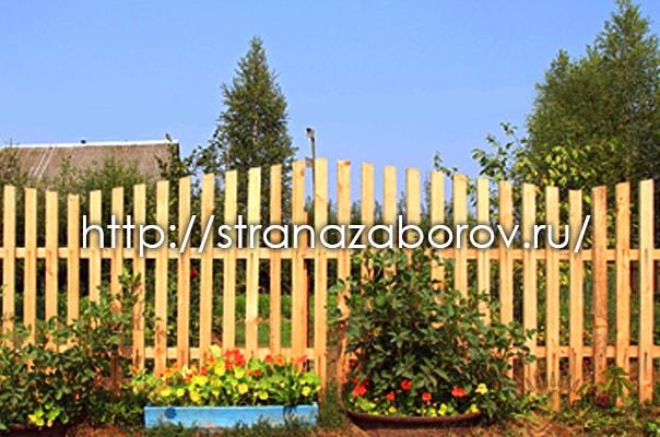 Деревянный штакетник от Страны Заборов на частном участке
